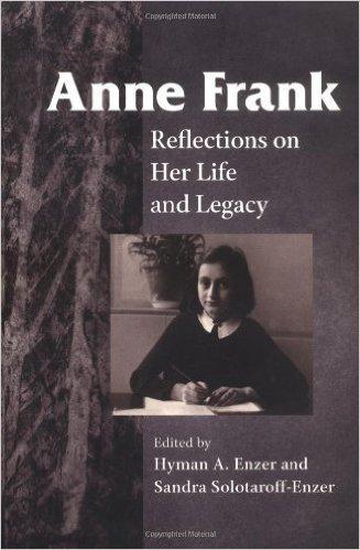 Bilden visar ett bokomslag med ett porträtt av en ung flicka.