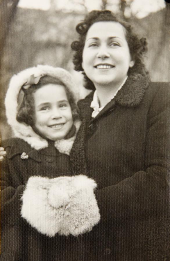 Foto på Dina och hennes mamma.
