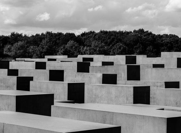 Bild på Förintelsemonumentet i Berlin ovanifrån.