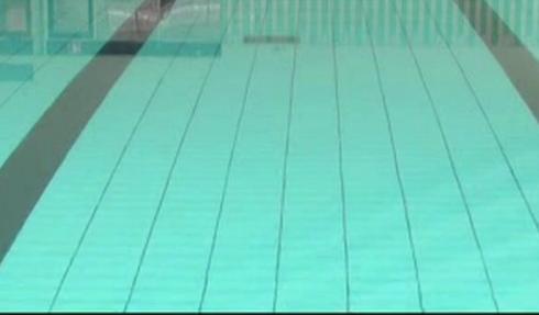 Foto på en simbassäng