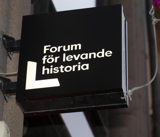 Bilden visar Forum för levande historias logotyp.