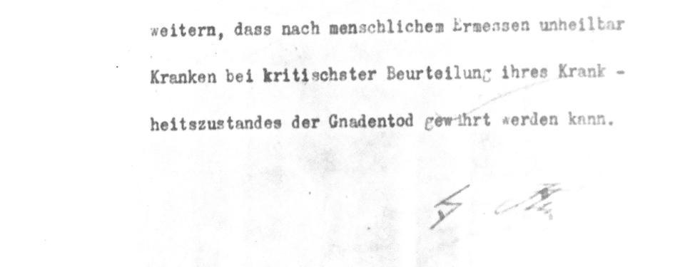 Bilden visar ett väldigt gammalt brev skrivet på skrivmaskin och signerat. I översta vänstra hörnet syns det nazityska riksvapnet i form av en örn.