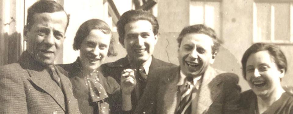 Erich Holewa med vänner på balkong i Stockholm 1936.