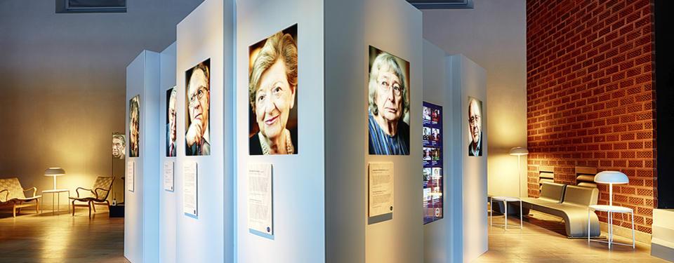 Bild från utställningen med porträtt.