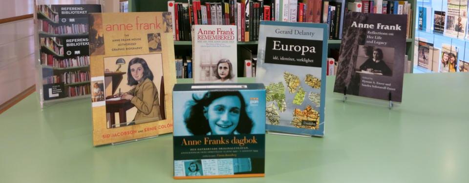 Bilden visar olika böcker om Anne Frank.