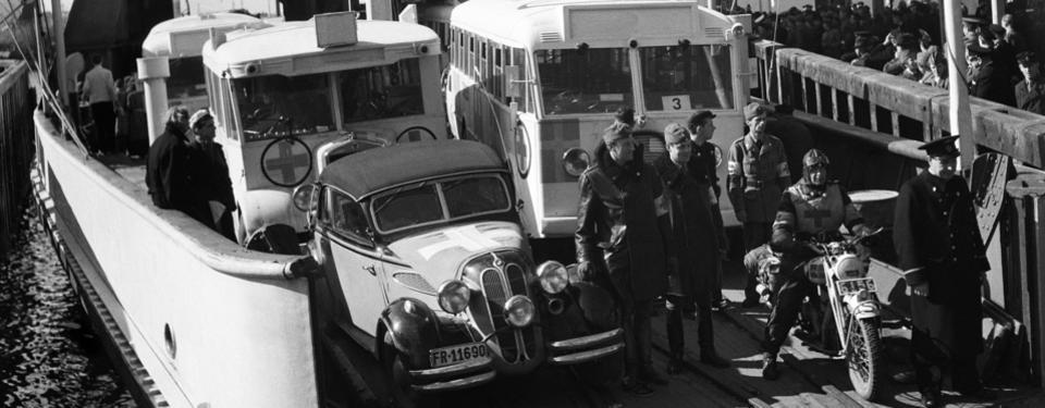 Foto på de De Vita Bussarna som anländer till Sverige.