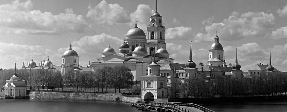 Bilden visar Klostret Nilov utanför Ostasjkov