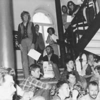 Barbro Westerholm, Kjell Rindar och aktivister på trappan till socialstyrelsen 1979.